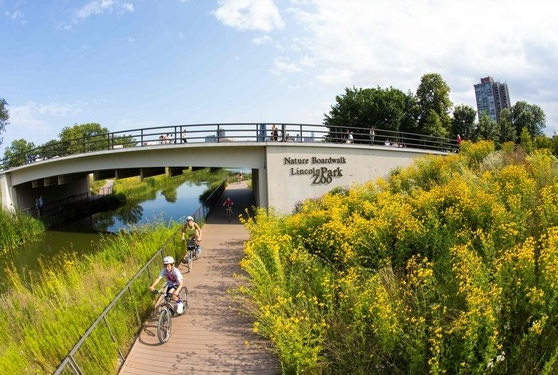 Biking around Chicago destinations like Lincoln Park Zoo is easy, convenient and fun. Photo Credit: Adam Alexander Photography / Choose Chicago